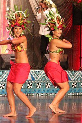 Hei Tahiti vahine. Photo : Maison de la culture
