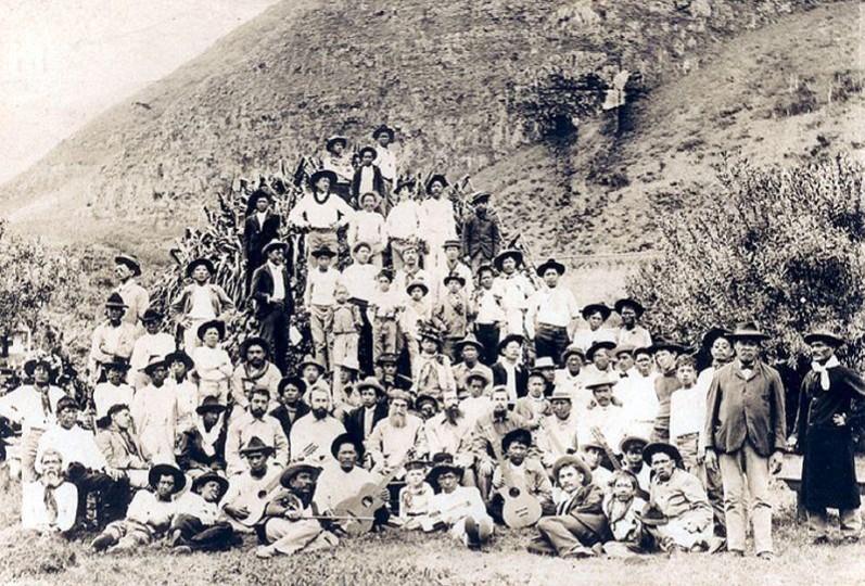 Les lépreux de Molokai en 1905 ; ils étaient encore 750 environ au seul village de Kalaupapa. Leur vie était dure, brutale, sans beaucoup de soutien ni d'aide.
