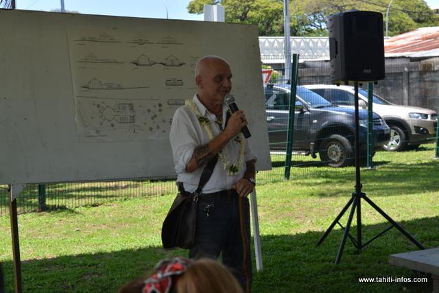 Après avoir eu des problèmes de santé, Dominique Touzeau, l'architecte qui a dessiné la future chapelle a été contraint de passer le flambeau à un de ses confrères, Stanley Vota.