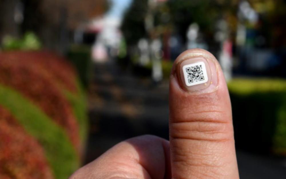 Japon: un code-barres collé à l'ongle pour personnes âgées perdues