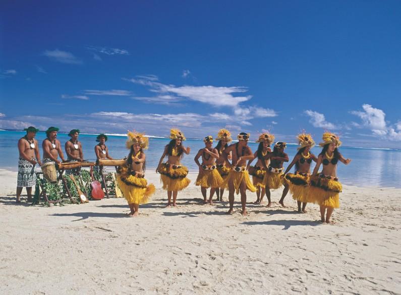 Eh oui, il n'y a pas qu'à Tahiti qu'on a le rythme des toere dans le sang. D'ailleurs, au passage, le toere est un instrument de musique originaire des Cook.