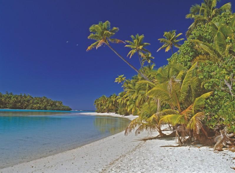 Avouez que l'on se croirait sur une plage des Tuamotu. Pourtant, on est ici sur une île haute, Aitutaki, la plus fréquentée des destinations que proposent les îles Cook.