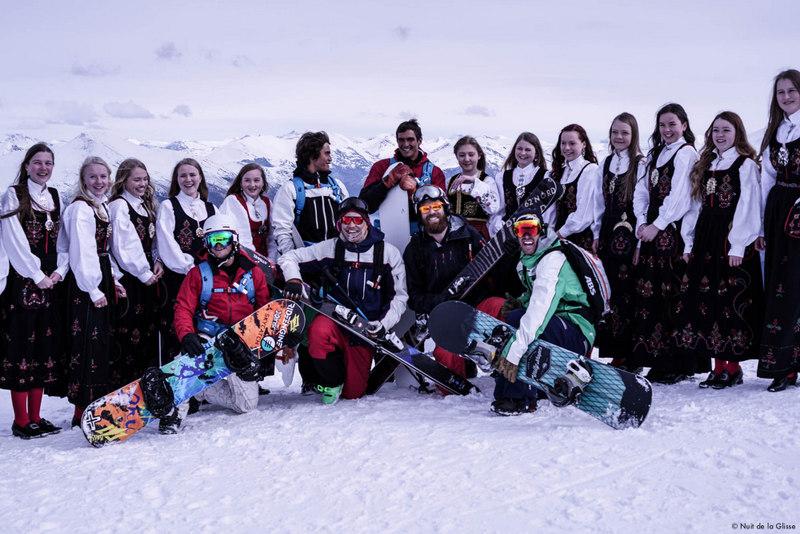 Les bronzés Matahi Drollet et Tikanui Smith font du ski.