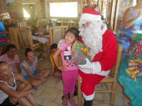 Noël à Moorea pour les enfants du centre de Papa Nui