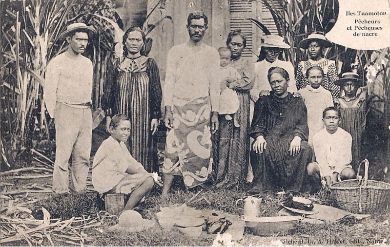 pêcheurs et pêcheuses de nacres des îles Tuamotu. Photo Thuret.jpg