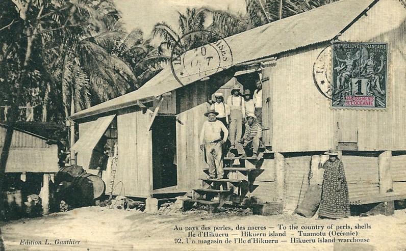Un magasin de île de Hikueru, au pays des perles, des nacres en 1912. Photo Lucien Gauthier.