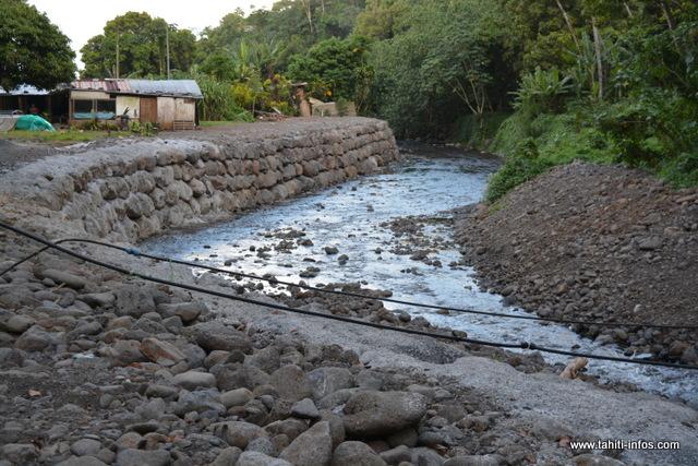Les travaux pour l'enrochement des rivières se poursuivent.