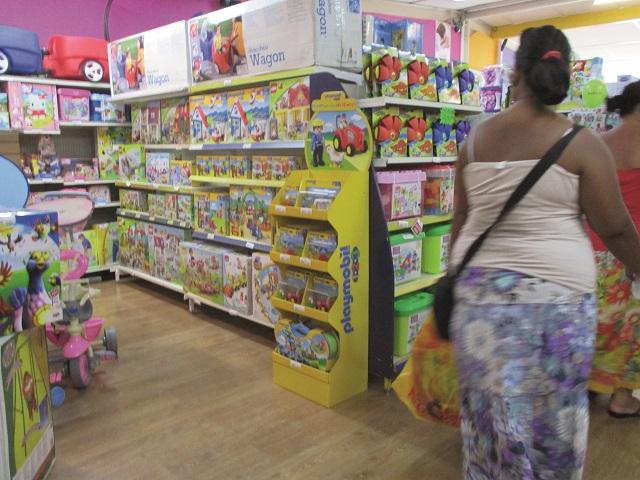 Avant d'acheter un jeu ou un jouet, ne vous fiez pas uniquement à son apparence, vérifiez bien qu'il ne comporte aucun risque pour votre enfant – surtout pour les plus petits.