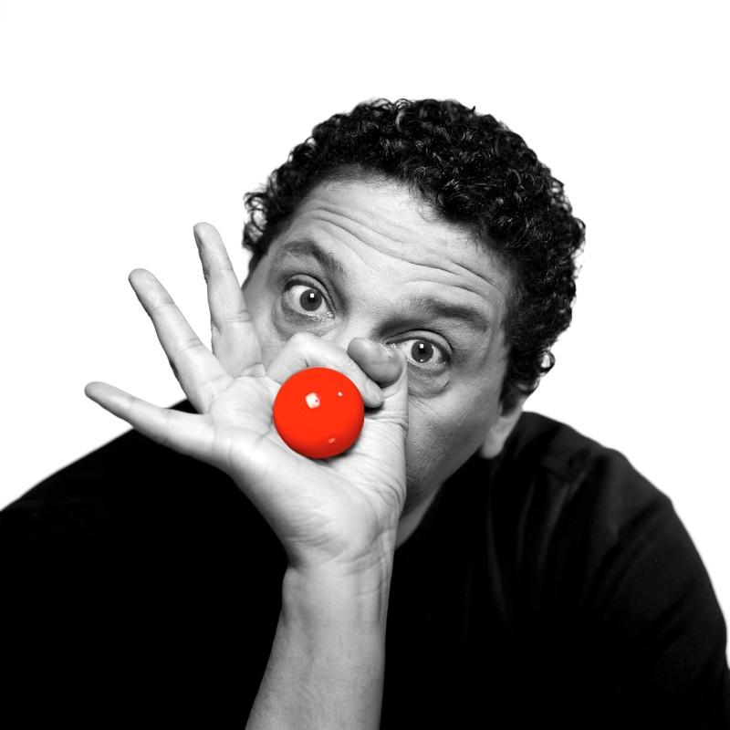 """""""Mon meilleur show men"""" : l'humoriste Smaïn nous prépare un spectacle aux petits oignons"""