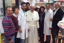 Le pape François s'échappe du Vatican pour s'acheter des chaussures
