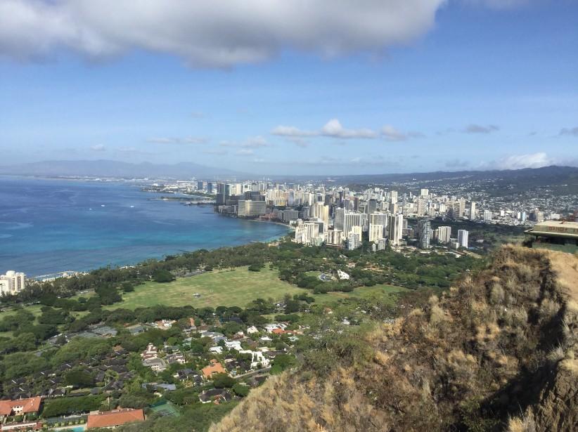 Une vue générale du quartier de Waikiki, vu depuis le sommet du volcan Diamond Head.