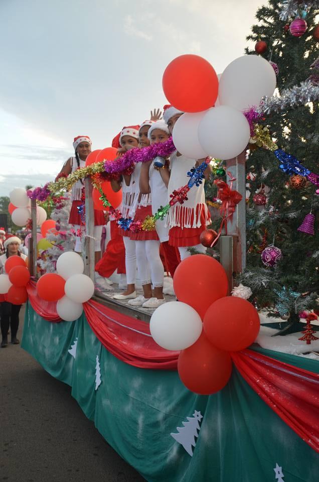 Une belle parade de Noël à Papara