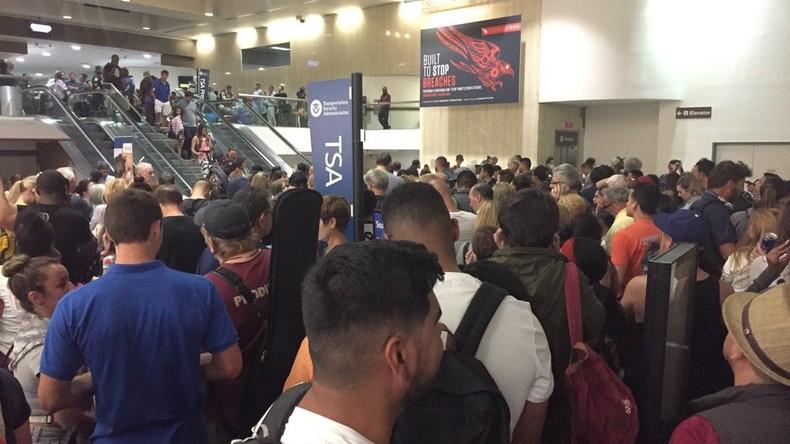 La pluie et un bond du trafic créent le chaos à l'aéroport de Los Angeles
