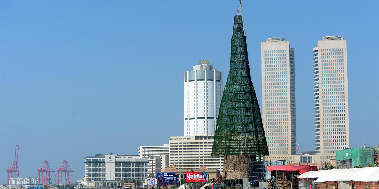 Le Sri Lanka affirme avoir érigé l'arbre de Noël le plus haut du monde