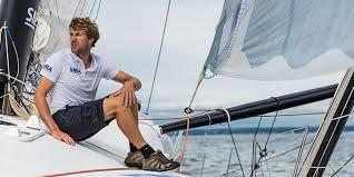 Victime d'une avarie,Paul Meilhat, ancien 3e de la course, se rapproche lui de Tahiti et devrait y être d'ici deux jours.
