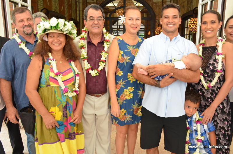 Michel Bourez reçu avec sa famille à la présidence