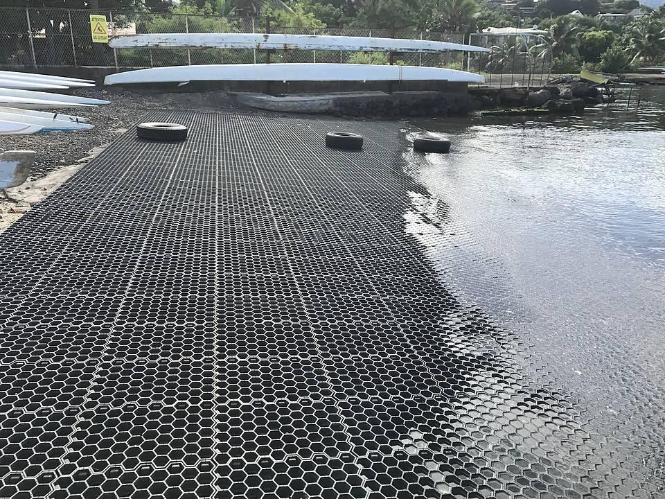 Un procédé innovant pour le slipway du fare va'a de Vaitupa