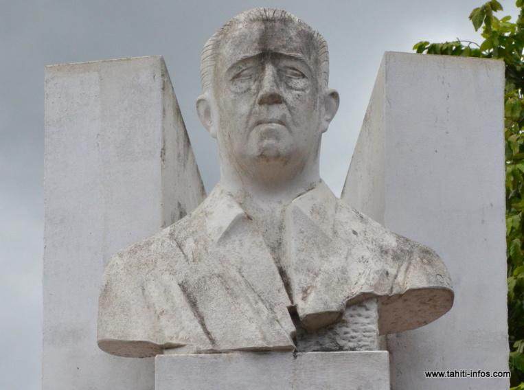 """Aujourd'hui qualifié avec respect de """"metua"""", à savoir """"père et protecteur"""", Pouvana'a a Oopa est aussi considéré comme le précurseur de l'action politique polynésienne dans les années 40. Il est le père du mouvement souverainiste local."""