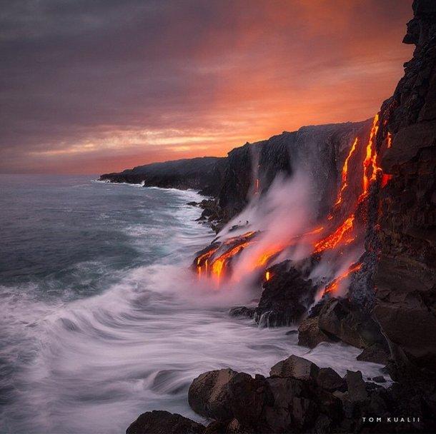 Hawaï: Le volcan crache sa lave directement dans l'océan (Vidéo)