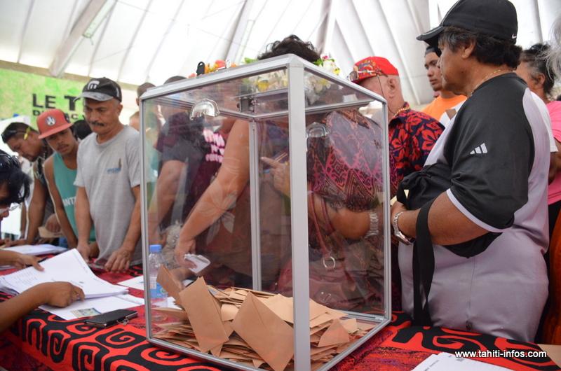 Le premier tour de la primaire à gauche est organisée samedi dans 4 bureaux de vote à Tahiti et Moorea. (Photo : bureau de Mataiea au premier tour de la primaire à droite, le 19 novembre 2016).