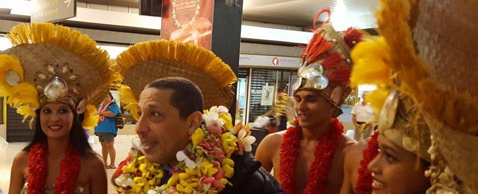 Arrivé au fenua samedi dernier, Smaïn a tout de suite été dans le bain… Solidaire suite aux intempéries, il a décidé de reverser les bénéfices de ses spectacles aux sinistrés polynésiens.