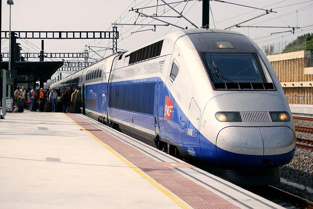 Sarthe: un couple fait une pause cigarette, le TGV repart avec le bébé