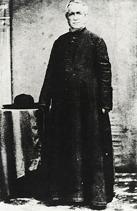 """Le père Laval, """"patron"""" des Gambier. Sur son archipel, qui accueillit nombre de Pascuans, la vérité se fit jour, mais elle demeura étouffée."""