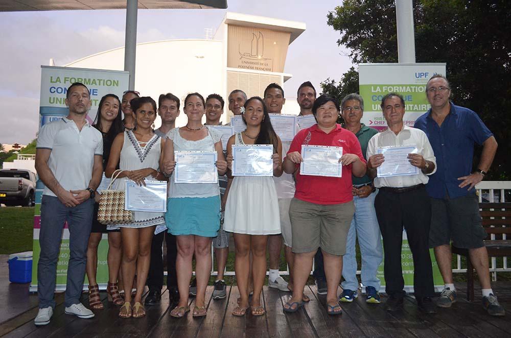 Photo de groupe de la promotion du CU Cartographie et SIG de l'an dernier (2015-2016).