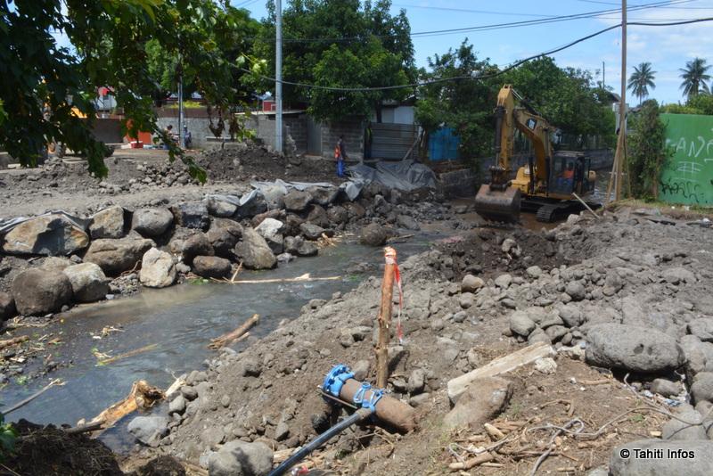 Cette rivière presque propre était, il y a encore deux semaines, couverte par un pont très emprunté. Une solution provisoire pourrait être ouverte dès mardi.