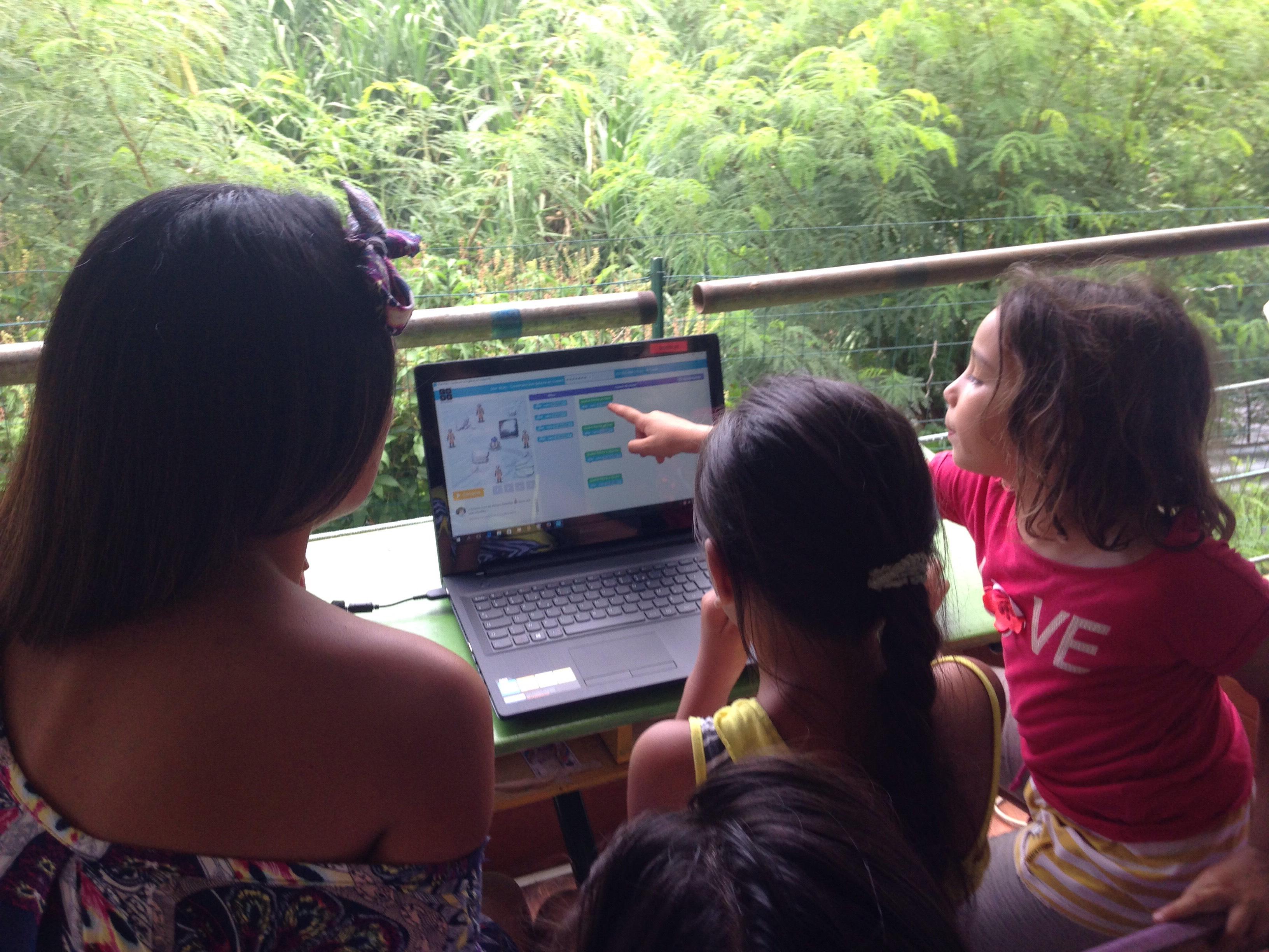 Les jeunes apprennent à coder en s'amusant
