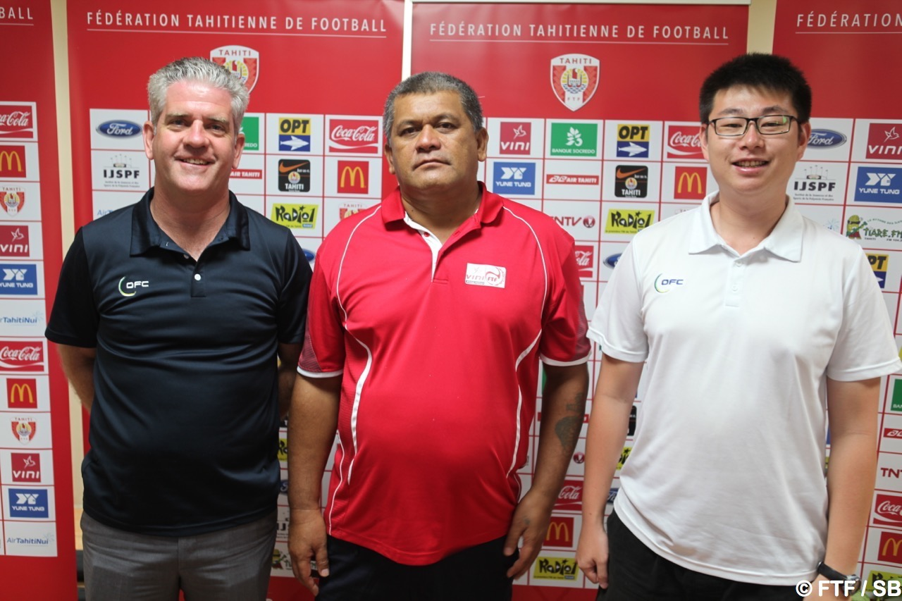 Chris Kemp (OFC), Charles Ariiotima (FTF) et Michael Song (OFC)