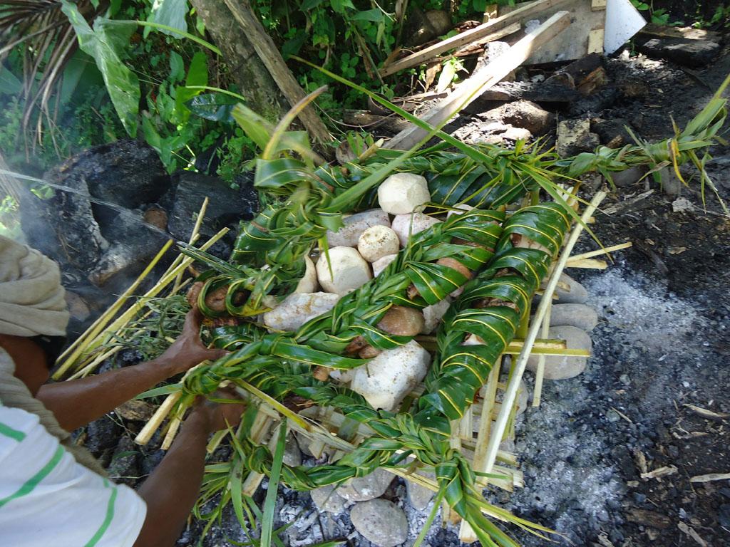 Aujourd'hui, aux Fidji, dans les complexes hôteliers, les touristes peuvent savourer les mets préparés au four, à la manière du four tahitien ; évidemment, sans chair humaine !