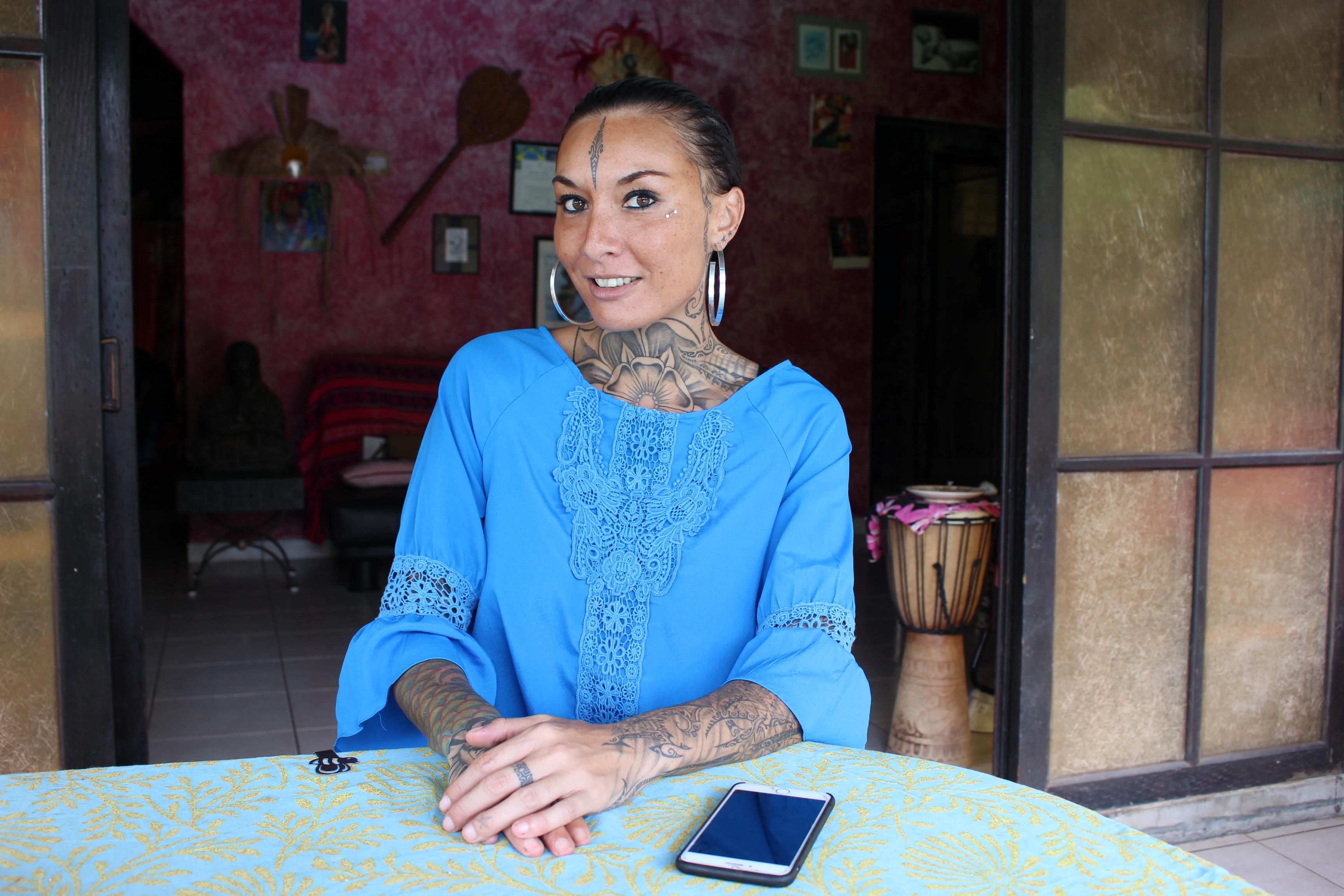 """Estelle Anania : """"Réussir pour les tatoueurs et pour mon île"""""""