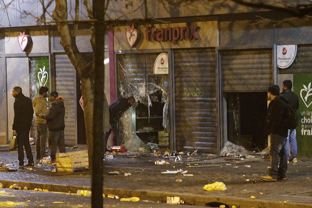 """""""Justice pour Théo"""": le choc et la polémique après les violences à Bobigny"""