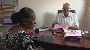 Calédonie: la mère du jeune tué par un gendarme dépose plainte pour meurtre