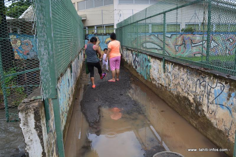 Faa'a : la rivière Piafau déborde, la colère des parents d'élèves monte