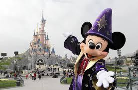 Euro Disney, lourdement endetté, lance les festivités des 25 ans de Disneyland Paris