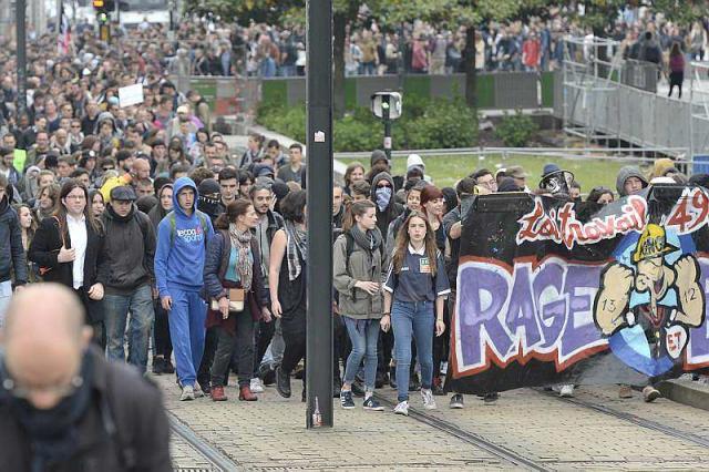 Plus de 2.000 manifestants défilent à Nantes contre la venue de Marine Le Pen