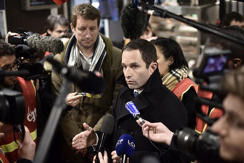 L'aile droite du PS à l'offensive contre Benoît Hamon