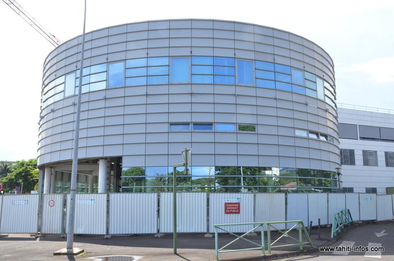 Des carottages effectués sur les maçonneries de la rotonde de l'hôpital ont révélé de possibles problèmes de structure du bâtiment, confirmés par une contre-expertise.
