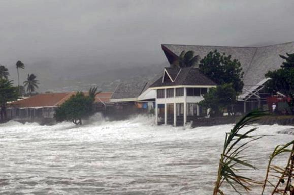La plage du Taaone et Aorai Tini Hau, lors du cyclone Oli en février 2010. Photo Fabien Chin