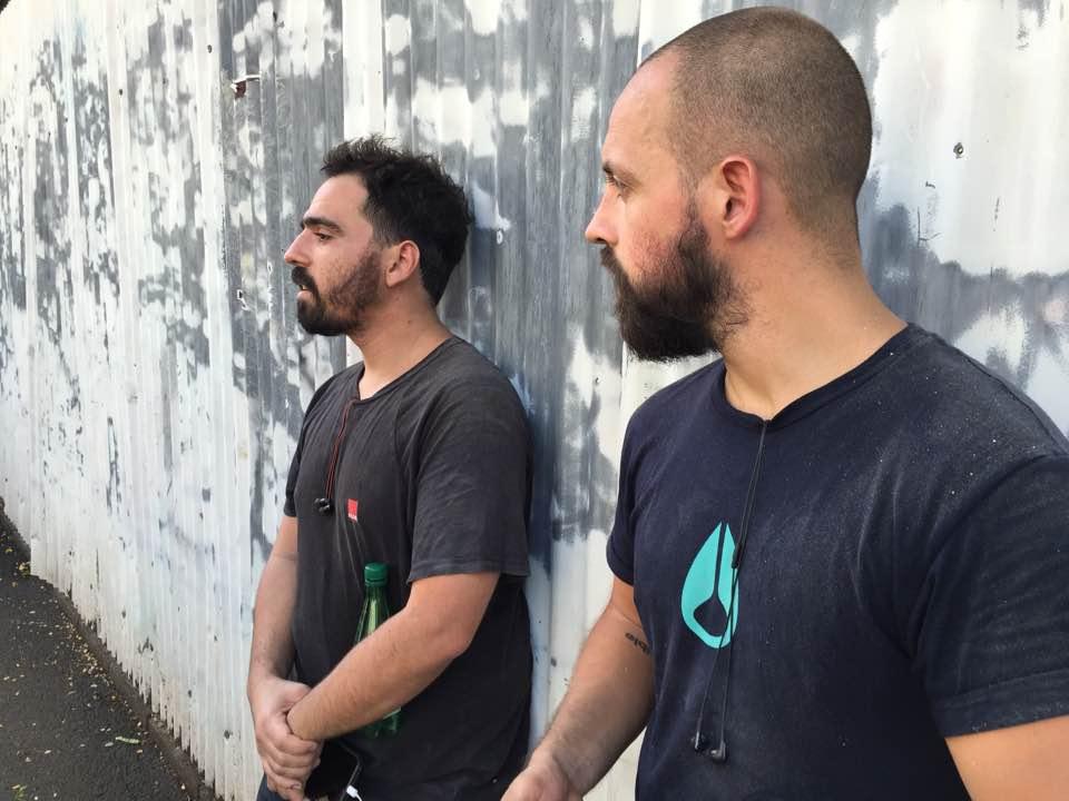 VHILS et son assistant Tiago Silva, un artiste qui est aussi le manager de son autre studio à Hong Kong.