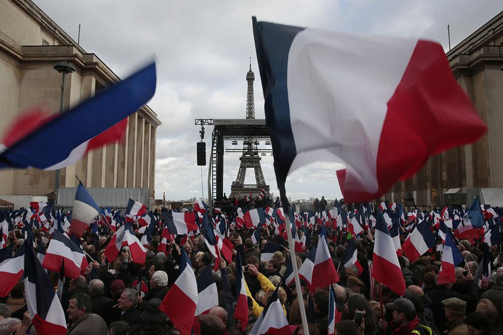 Conforté par le Trocadéro, Fillon refuse de céder