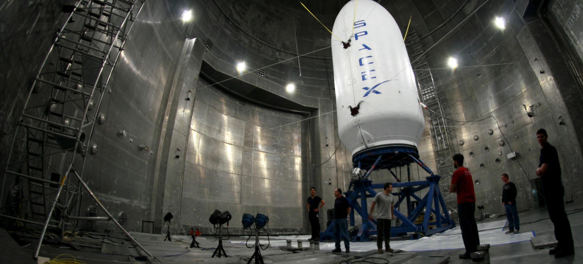 Page enfant : Deux touristes veulent voir la lune, Space X leur propose un vol
