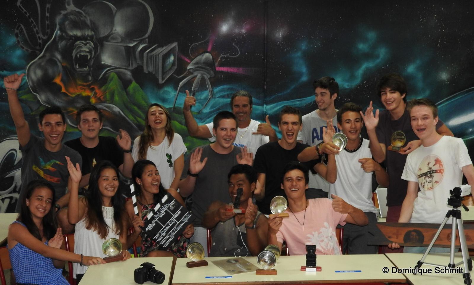 Les élèves de l'atelier LPG Prod's du lycée Paul Gauguin, fiers de poser devant leur nombreux prix.