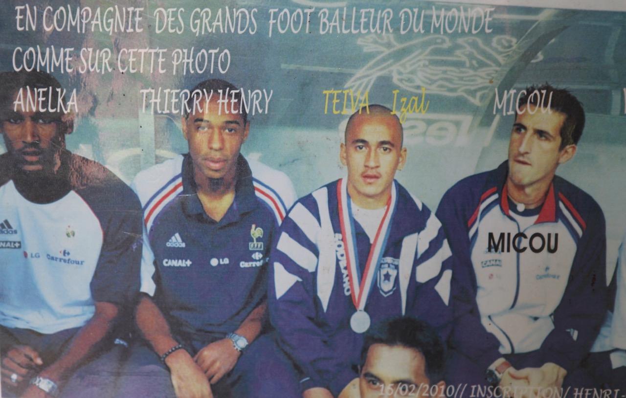 Teiva Izal avec Nicolas Anelka, Thierry Henry et Yohan Micoud
