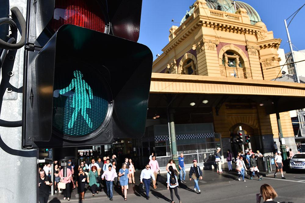 Australie: des personnages féminins aux feux rouge font jaser