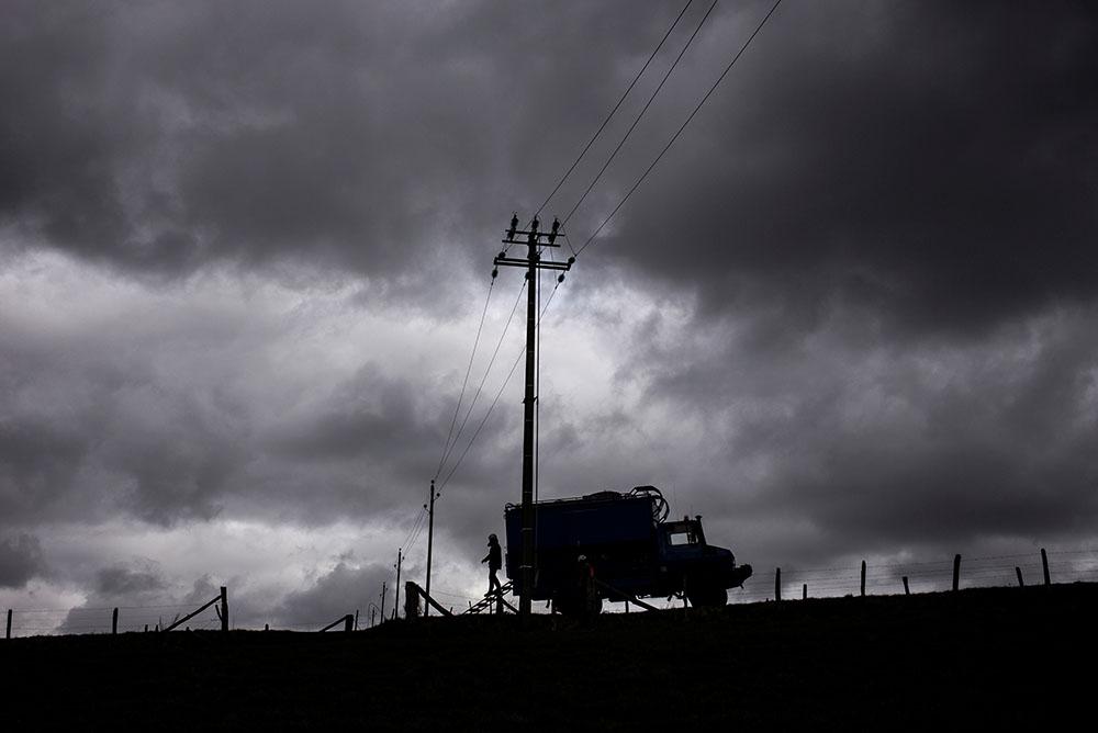 Tempête Zeus: 15.000 foyers encore privés d'électricité, rétablissement en vue