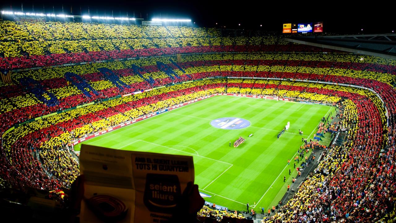 Le Camp Nou aux couleurs de la Catalogne