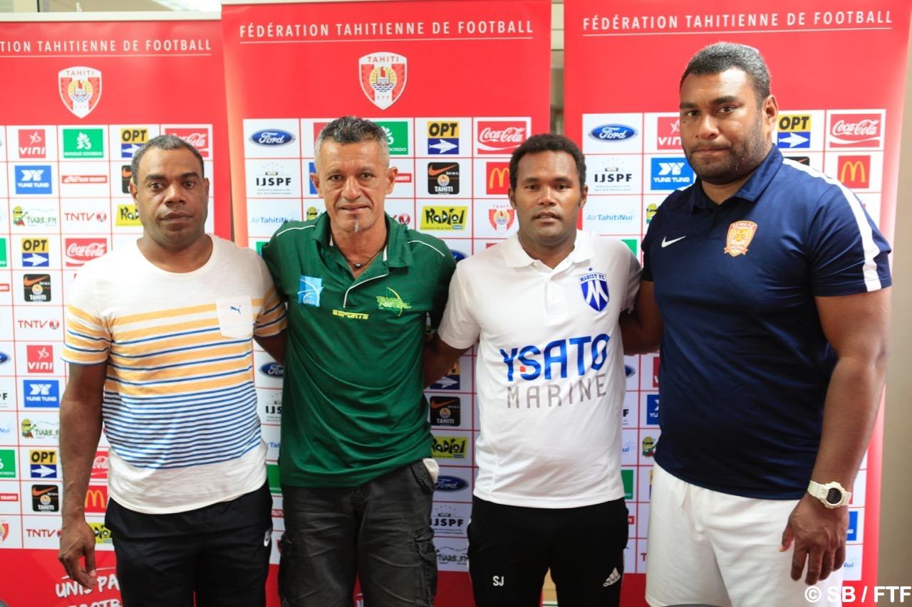 Pascal Vahirua en vert avec les coachs des autres clubs de la poule D